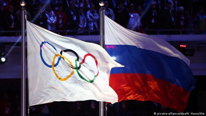 Olympische Spiele 2014 Russiche und Olympische Fahne