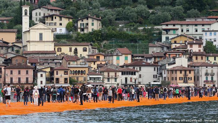 Christo The Floating Piers auf dem Lago d'Iseo