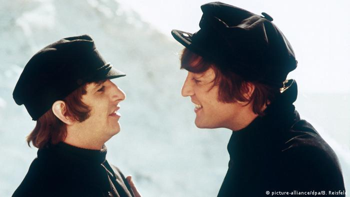Filmstill from Help! featuring two of the Beatles (Copyright: picture-alliance/dpa/B. Reisfeld)