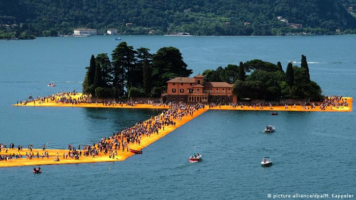 Christo The Floating Piers Insel San Paolo im Isoe-See