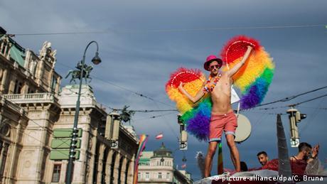 Österreich Wien Rainbow Parade (picture-alliance/dpa/C. Bruna)
