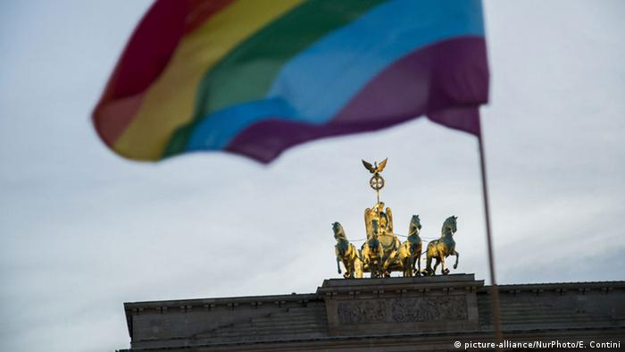 Brandenburger Tor Berlin Gay-Pride Parade (picture-alliance/NurPhoto/E. Contini)