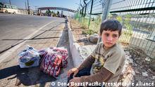 ARCHIV 2013++++++++ A boy refugee in Kilis. On the Turkish Syrian border, Syrian refugees enter other refugee camp to escape the civil war.)   Verwendung weltweit, Keine Weitergabe an Wiederverkäufer. (c) picture-alliance/Pacific Press/D. Bozzi