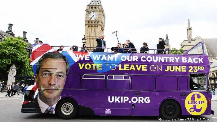 England London Brexit Bus mit UKIP Nigel Farage