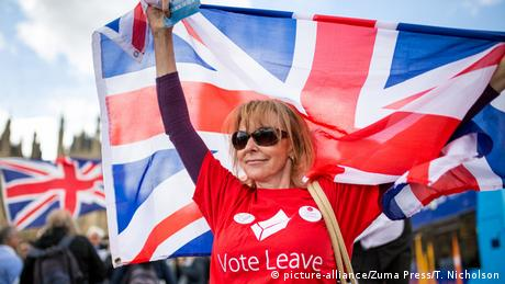 England London Brexit Frau mit Union Jack - Vote Leave (picture-alliance/Zuma Press/T. Nicholson)