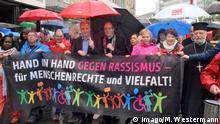 München Menschenkette Hand in Hand gegen Rassismus