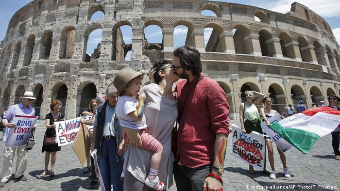 Italien Rom Brexit Gegner Aktion A Kiss for Europe