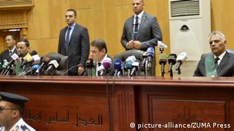 Ägypten Kairo Richter bei Urteil gegen Mohamed Mursi (picture-alliance/ZUMA Press)