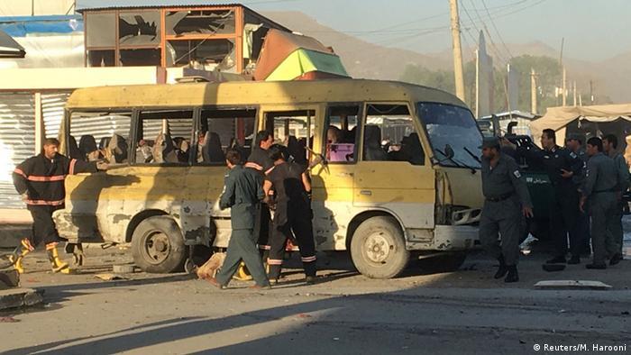 Afghanistan Selbstmordanschlag auf Kleinbus in Kabul