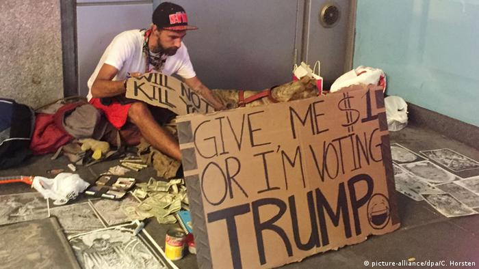 USA Bettler in New York - Geld her oder ich wähle Trump (picture-alliance/dpa/C. Horsten)