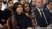 UK Sayeeda Warsi beim Indian Muslim Welfare Society's Al-Hikmah Centre in Batley