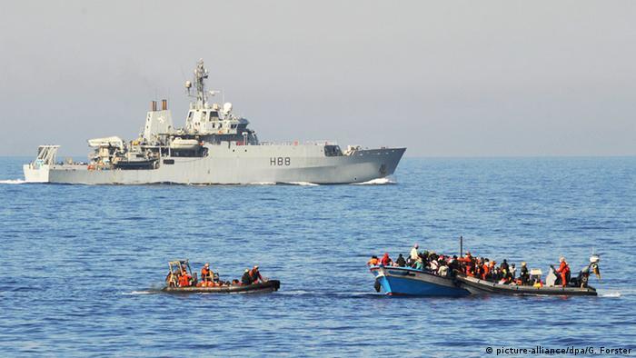 Немецкие моряки спасают терпящих кораблекрушение беженцев