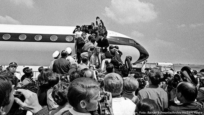 Landung der Beatles in München, die Treppe wird gestürmt. (Foto: Archiv Herbert Hauke)