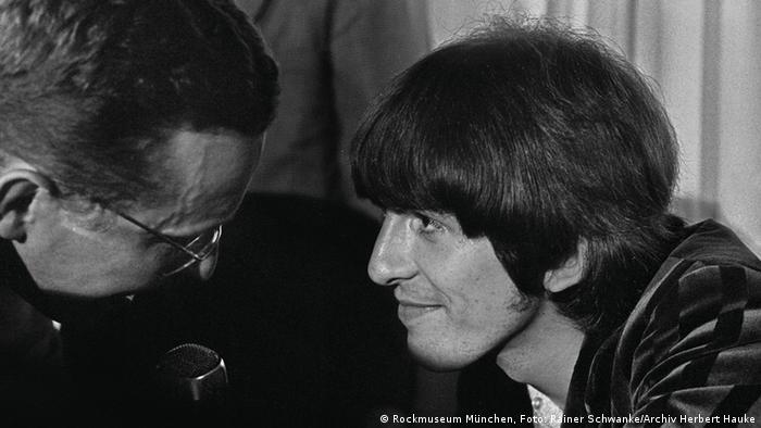 Pressekonferenz George Harrison und Reporter (Foto: Archiv herbert Hauke)