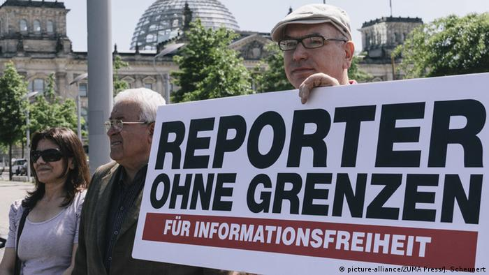 Reporters Without Borders in Berlin (picture-alliance/ZUMA Press/J. Scheunert)