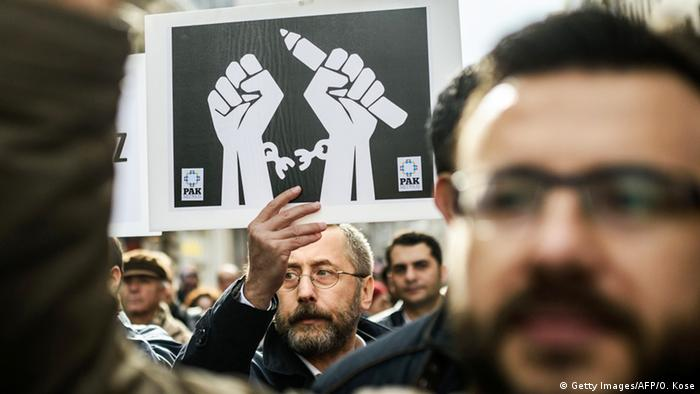A man holds a banner at a Reporters Without Borders protests in Istanbul Copyright:Getty Images/AFP/O. Kose