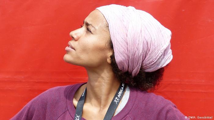 Deutschland deutsch-nigerianische Sängerin Nneka (DW/A. Gensbittel)