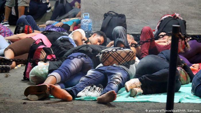 Foto simbólica de migrantes varados