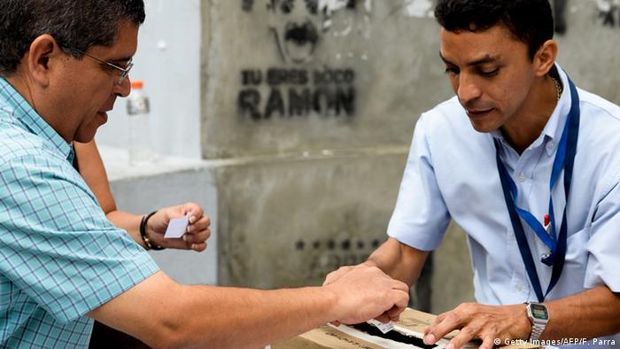 Vemezuela Unterschriften für Referendum gegen Nicolás Maduro