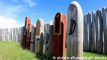 14.06.2016++++++++ Blick auf das rekonstruierte «Ringheiligtum» in Pömmelte-Zackmünde (Sachsen-Anhalt) am 14.06.2016. Es ist ein Ort, an dem vor über 4200 Jahren steinzeitliche Rituale abgehalten wurden. Am 21. Juni wird es offiziell für Besucher eröffnet. Foto(zu dpa «Steinzeitrituale in Pömmelte - Rekonstruierte Anlage für Besucher begehbar» vom 15.06.2016) +++(c) dpa - Bildfunk+++ | Verwendung weltweit (c) picture-alliance/dpa/P. Gercke