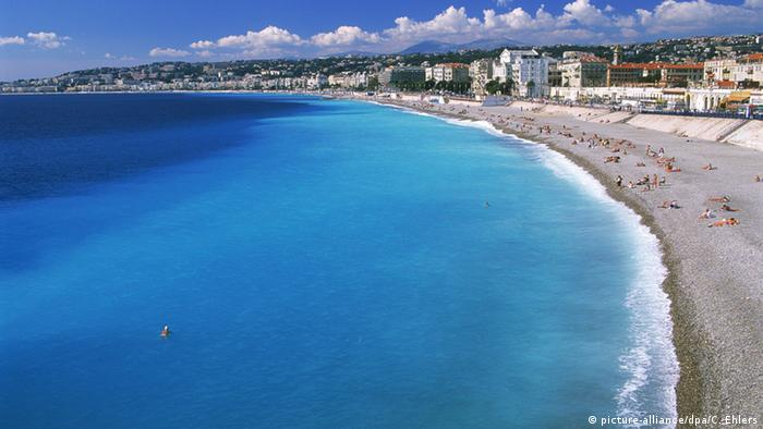 Beach in Nice, Copyright: picture-alliance/dpa/C. Ehlers