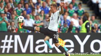 Joshua Kimmich nimmt den Ball an (Foto: Getty Images/C. Mason)
