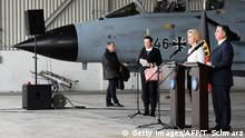 ++++++++++++++++ 21.01.2016 +++++++++++++++++++ German Defence Minister Ursula von der Leyen and Turkish Defence Minister Ismet Yilmaz give a statement to the media next to a German Tornado jet during a visit at the air base in Incirlik, Turkey, on January 21, 2016. / AFP / POOL / TOBIAS SCHWARZ (Photo credit should read TOBIAS SCHWARZ/AFP/Getty Images) (c) Getty Images/AFP/T. Schwarz