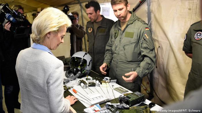 Министр обороны Германии Урсула фон дер Ляйен на встрече с немецкими военными