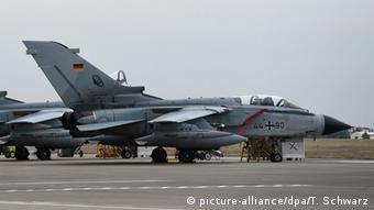 Deutschland Tornado Flugzeug Luftwaffe Syrien-Einsatz Bundeswehr Incirlik (picture-alliance/dpa/T. Schwarz)