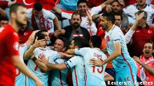 21.06.2016 Football Soccer - Czech Republic v Turkey - EURO 2016 - Group D - Stade Bollaert-Delelis, Lens, France - 21/6/16 - Turkey's players celebrate after scoring a goal. REUTERS/Gonzalo Fuentes Copyright: Reuters/G. Fuentes