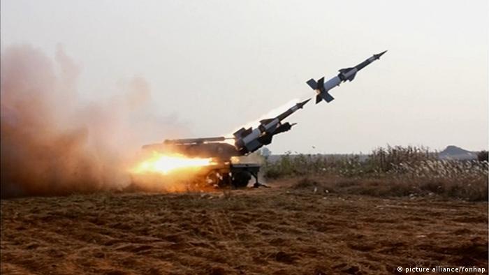 Abschuss einer Rakete (Foto: picture alliance/Yonhap)