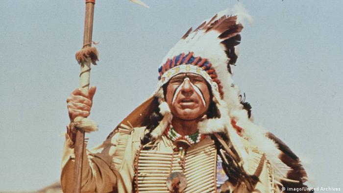 Film still Blazing saddles, a Native American in full regalia (Foto: imago/United Archives)