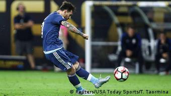 USA Lionel Messi erzielt das 2:0 in der Halbfinale der Copa America Centenario