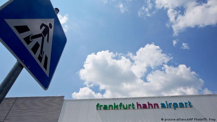 Frankfurt Hahn Flughafen Schild
