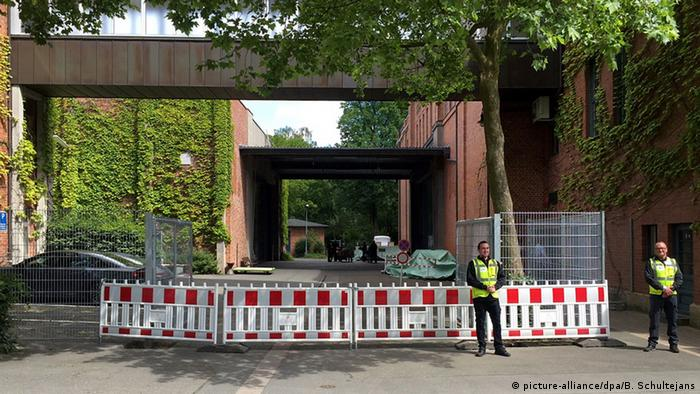 Security fences near the Bayreuther Festspielhaus in June 2016, Copyright: picture-alliance/dpa/B. Schultejans