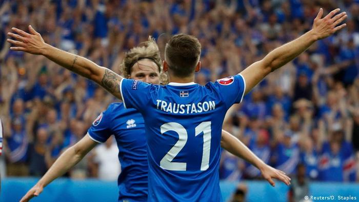UEFA EURO 2016 - Island vs. Österreich *** Isländer feiern 2. Tor