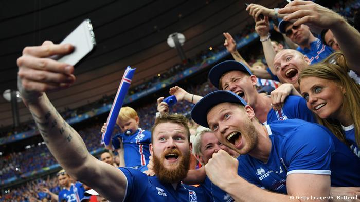 Фанаты сборной Исландии на стадионе