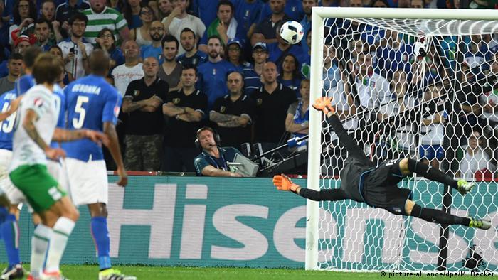 UEFA EURO 2016 Italien vs Irland +++ Torraumszene bei Italienern