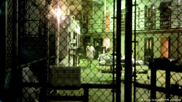 Estados Unidos pondrá en libertad a cuatro prisioneros de Guantánamo para ser entregados a Arabia Saudí, según informó hoy el canal de televisión Fox News, remitiéndose a dos funcionarios a los que no identificó. (5.01.2017)