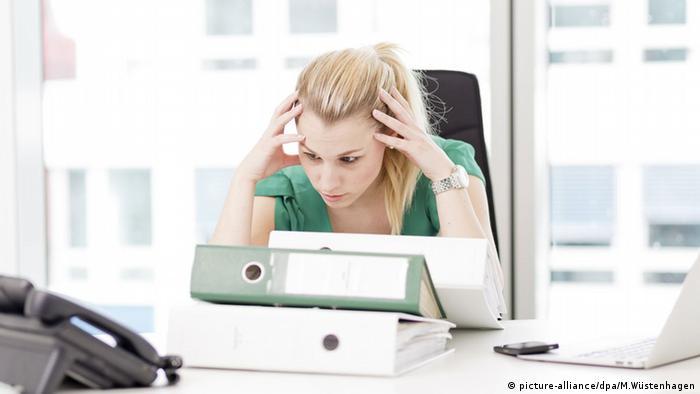 Arbeitsplatz Schreibtisch Stress