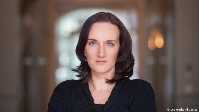 مورا تا کنون جوایز ادبی متعددی از جمله جایزه کتاب سال آلمان در سال ۲۰۱۳ را کسب کرده است