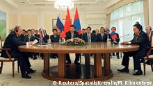 23.06.2016 *** Russian President Vladimir Putin (L), Chinese President Xi Jinping and Mongolian President Tsakhiagiin Elbegdorj (R) attend Shanghai Cooperation Organization (SCO) summit in Tashkent, Uzbekistan, June 23, 2016. Sputnik/Kremlin/Mikhail Klimentyev/via REUTERS ATTENTION EDITORS - THIS IMAGE WAS PROVIDED BY A THIRD PARTY. EDITORIAL USE ONLY TPX IMAGES OF THE DAY © Reuters/Sputnik/Kremlin/M. Klimentyev