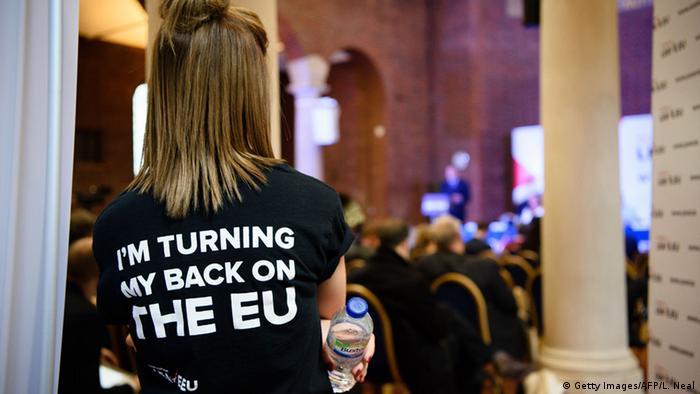 Я отвернулась от ЕC, - надпись на футболке одной из сторониц Brexit