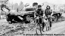 Nov. 24, 1991 - In this Nov. 24, 1991 file photo, two Serbian volunteers pass a destroyed Yugoslavian army tank, in downtown Vukovar, eastern Croatia. The United Nations' top court ruled Tuesday Feb. 3, 2015 that Serbia and Croatia did not commit genocide against each other's people during the bloody 1990s wars sparked by the breakup of Yugoslavia. The ruling could help put to rest lingering animosities between the Balkan neighbors. Fighting in Croatia from 1991-95 left around 10,000 people dead and forced millions from their homes. (AP Photo/Spiros Mantzarlis, File)   (c) picture-alliance/AP Photo/S. Mantzarlis