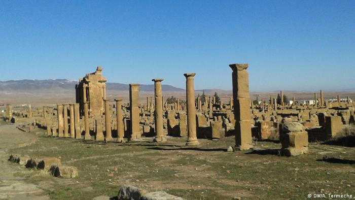 Algeria, Timgad ruins of the Roman colonial town in the Aurès Mountains (Anne Termeche)