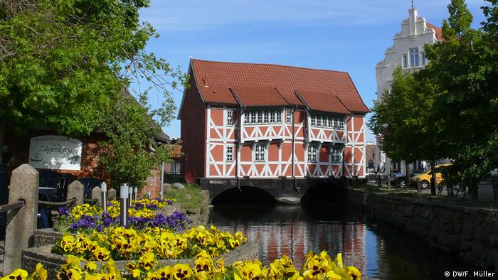 A half- timbered house on an riversite, Wismar, Germany (Frederike Müller)