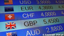 24.06.2016 Rates of currencies, including British Pound, are displayed after Brexit referendum on an electronic board at a currency exchange in Warsaw, Poland June 24, 2016. REUTERS/Kacper Pempel Copyright: Reuters/K. Pempel