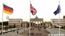 Britische EU und Deutsche Flagge am Brandenburger Tor