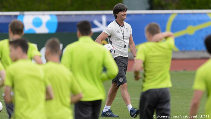 UEFA EURO 2016 Bundestrainer Joachim Loew DFB-Abschlusstraining in Evian (Foto: picture-alliance/dpa/augenklick/GES)
