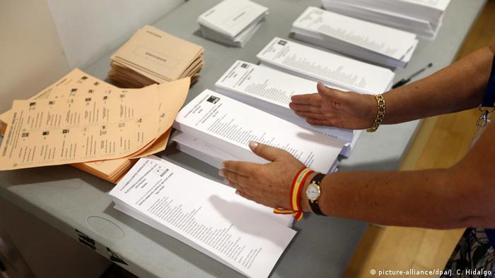 Spanien Parlamentswahlen Stimmzettel